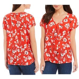 Bobeau Inverted Pleat V-Neck Floral Top